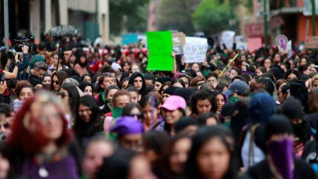 Mujeres marchan para protestar por el feminicidio de Ingrid Escamilla. (Foto: Reuters)