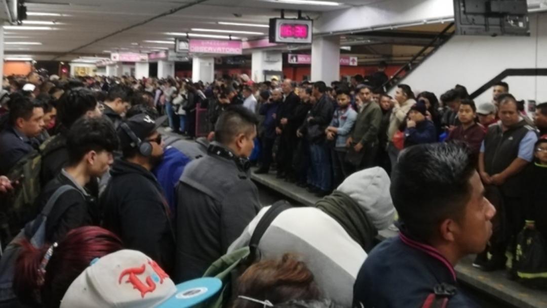 FOTO: Usuarios reportan retrasos y saturación en Línea 1 del Metro de CDMX, el 11 de febrero de 2020