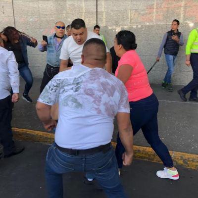 Video: Conferencia de mujeres taxistas termina en pelea en aeropuerto de CDMX