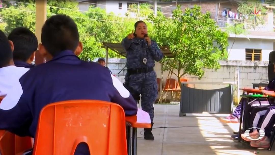 Foto: Los oficiales abordan temas como el uso de redes sociales y teléfono celular, además de inculcar valores para evitar violencia intrafamiliar y de género, así como el respeto entre los integrantes de la comunidad