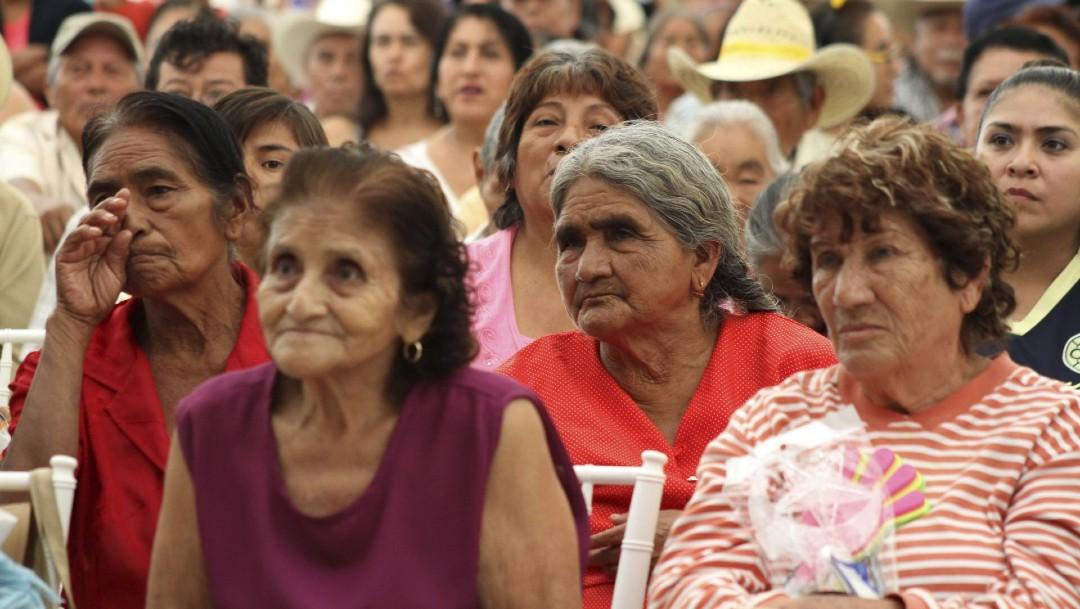 Foto: Celebra AMLO reforma que eleva a rango constitucional los programas sociales