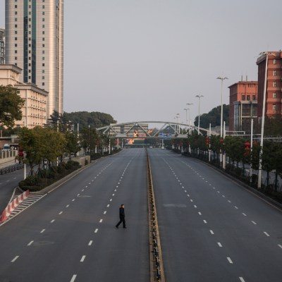 FOTO: Comienza a revivir Wuhan, la ciudad en China donde inició el coronavirus, el 30 de marzo de 2020