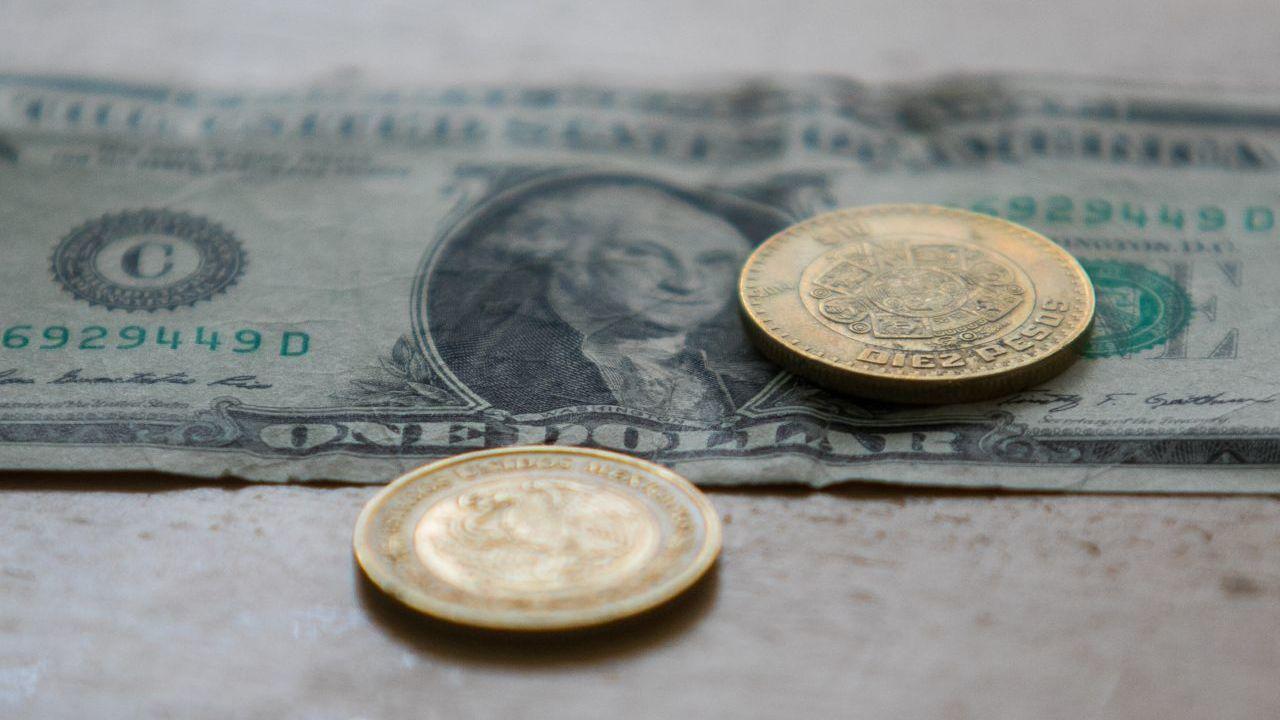 FOTO: El peso abre semana en 24.34 por dólar, el 30 de marzo de 2020