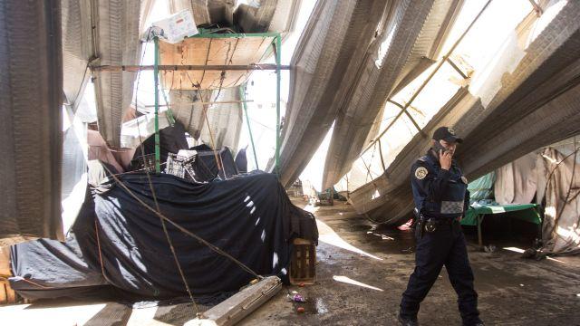 Foto: Inician remoción de escombros tras colapso de techo en la Central de Abasto, 22 de marzo de 2020, (Cuartoscuro, archivo)