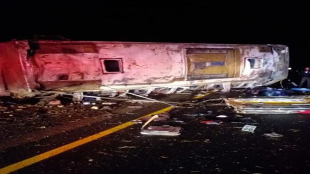 Foto Volcadura de camión deja 6 muertos en Sonora, 08 de marzo de 2020, (Twitter @LARSAVISIONTV)