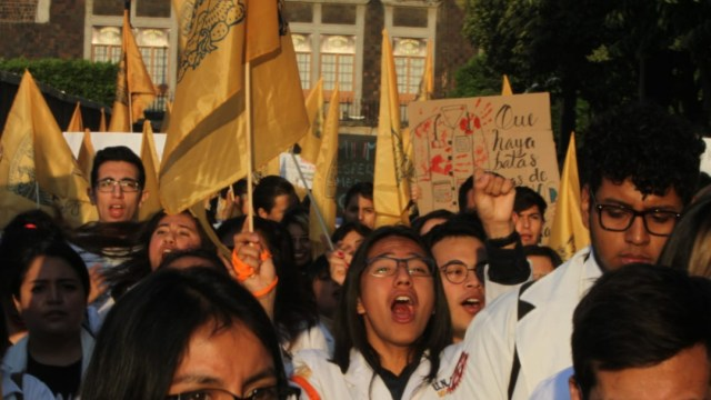 FOTO Estudiantes de medicina acuerdan reunión con autoridades federales el 20 de marzo (S. Servín)