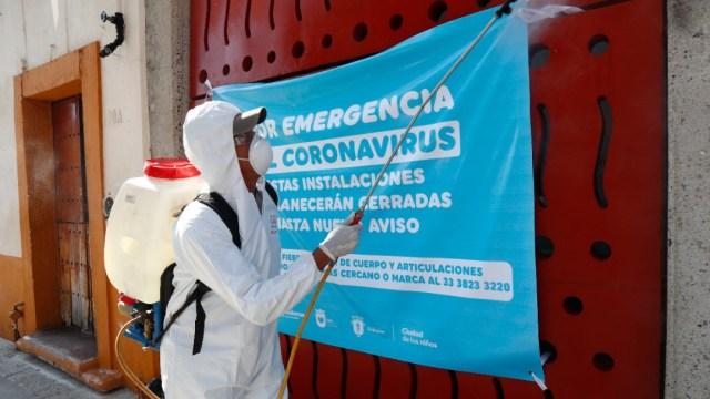 Foto: Personal sanitario limpia calles de la Ciudad de México. Getyy Images