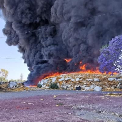 Incendio en recicladora de Celaya, Guanajuato, quema toneladas de desperdicios