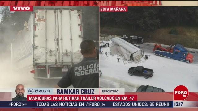 FOTO: maniobras para retirar trailer volcado en la carretera libre mexico toluca