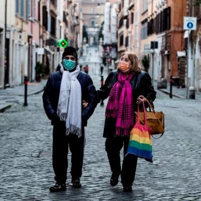 Hombre italiano de 70 años se recupera de coronavirus con medicina para ébola