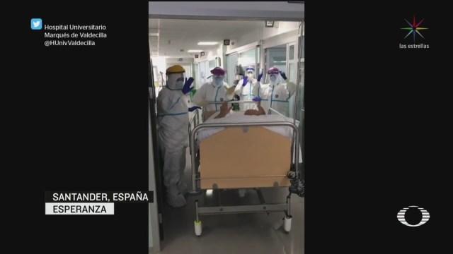 Foto: Coronavirus Médicos España Celebran Salida Paciente Covid19 25 Marzo 2020