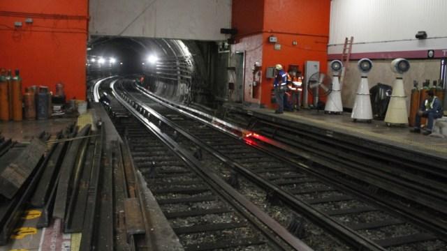 Reparaciones en el Metro Tacubaya. (Twitter: @MetroCDMX)