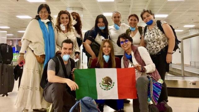 Regresan mexicanos varados en Cuba y Perú por contingencia de coronavirus