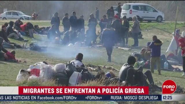 migrantes se enfrentan a policia de grecia tratan de cruzar desde turquia