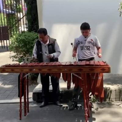 Coronavirus: Músicos de Chiapas tocan en calles CDMX
