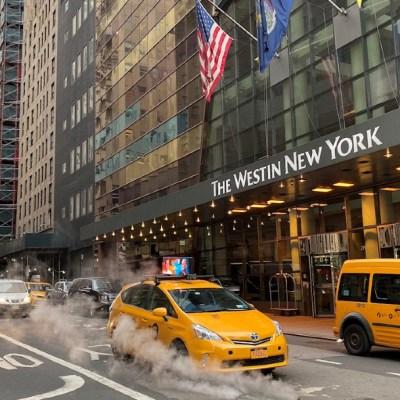 Ricos salen de Nueva York ante estrictas medidas para evitar contagio de COVID-19