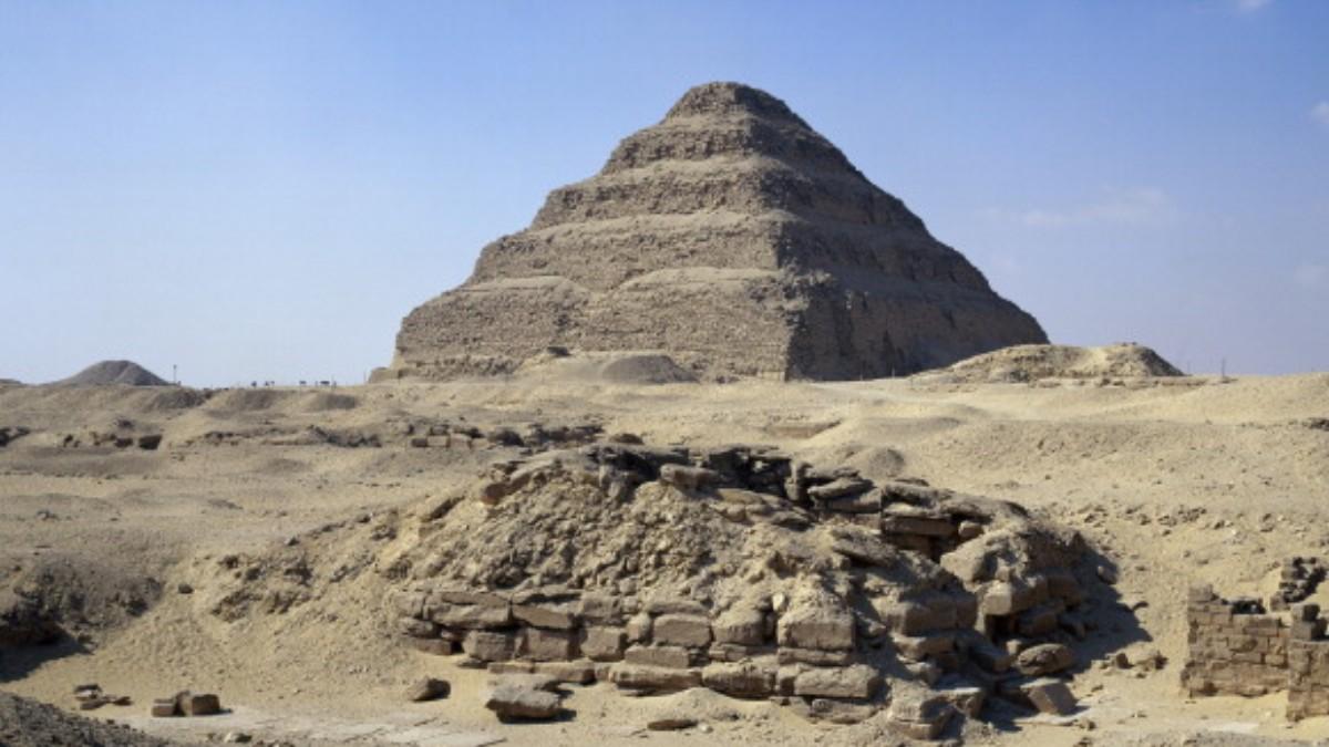 Egipto reabre su pirámide más antigua tras restauración