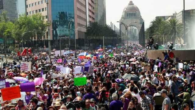 Miles de mujeres participan en la marcha por el Día Internacional de la Mujer en la CDMX. (Foto: Reuters)