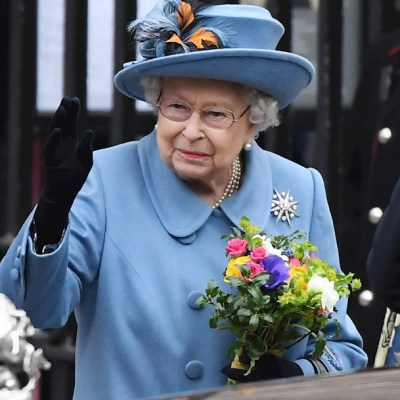 Reina Isabel II goza de buena salud pese a reunión con Boris Johnson que tiene coronavirus