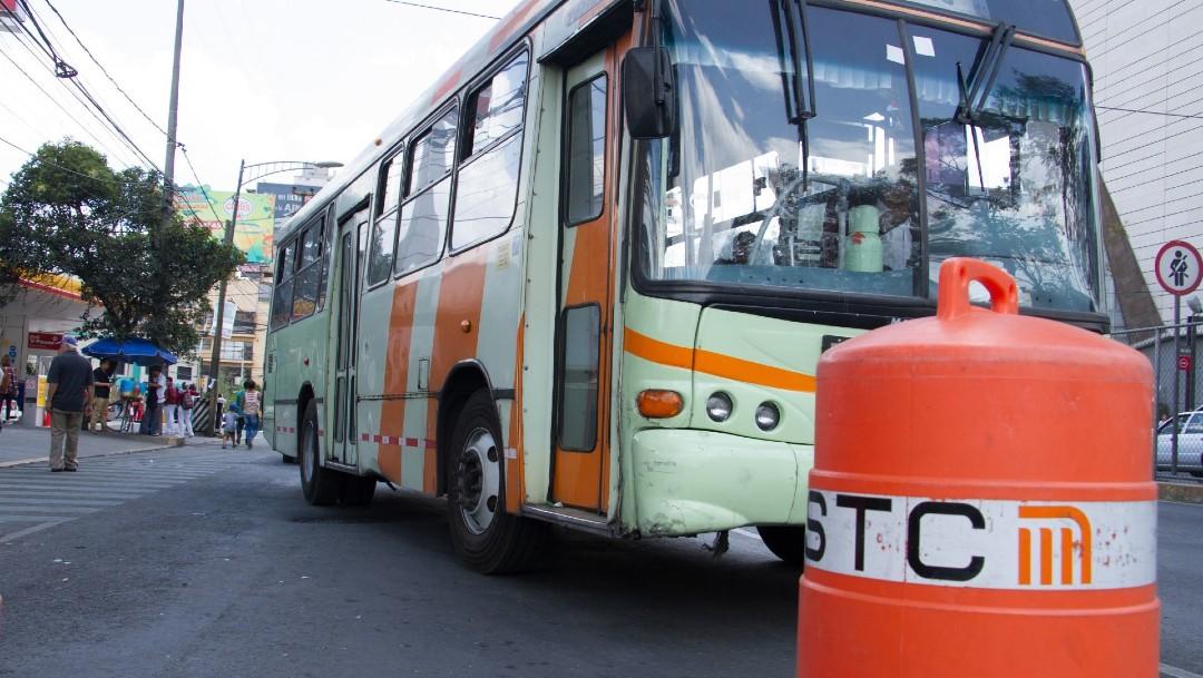 Imagen: Desde las 5 de la mañana de este lunes, usuarios del Sistema de Transporte Colectivo (STC) Metro serán apoyados con el servicio gratuito de autobuses de la RTP de la estación terminal Pantitlán de la Línea 5 hasta la estación Oceania
