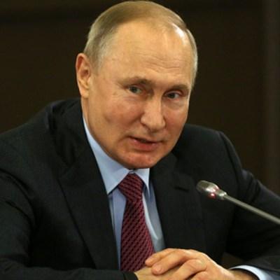 Putin firma ley que le permite permanecer en poder hasta 2036