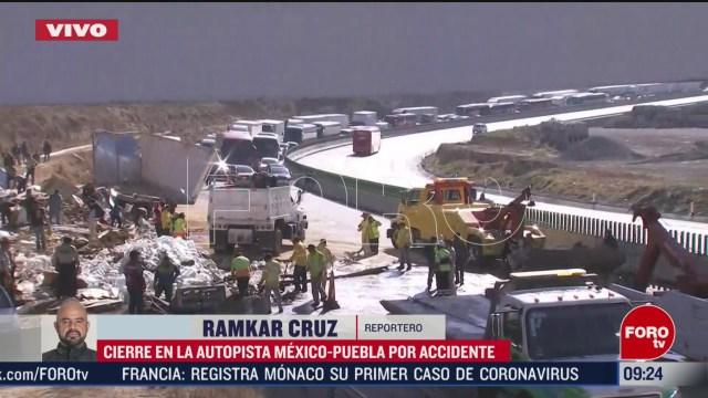 FOTO: 1 marzo 2020, vuelca trailer sobre la autopista puebla mexico