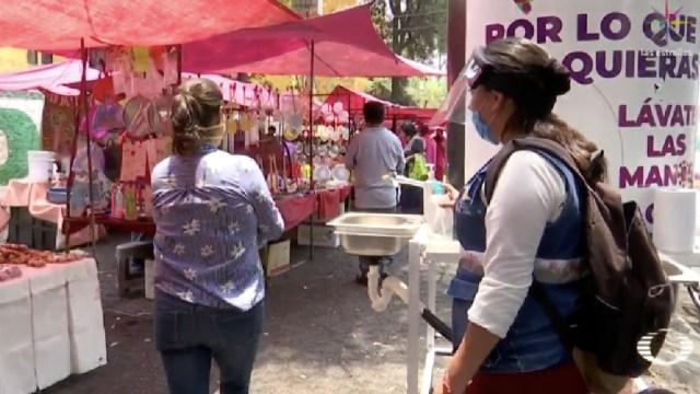 Controlan acceso de personas a tianguis de Iztapalapa, CDMX