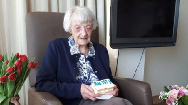 Cornelia Ras cayó enferma el 17 de marzo, un día después de cumplir 107 años. (Foto: @bbcturkce)
