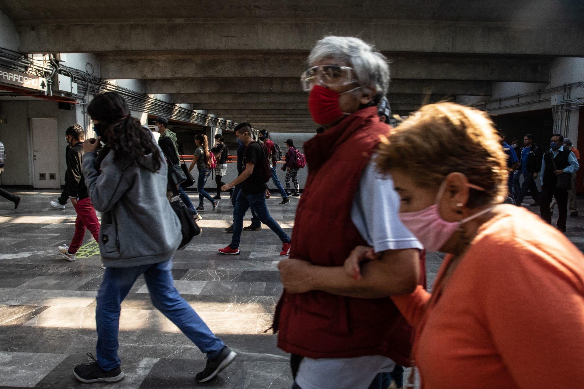 Foto: Muchas personas de la tercera edad todavía tienen la necesidad de salir, 23 de abril de 2020, (ANDREA MURCIA /CUARTOSCURO.COM)