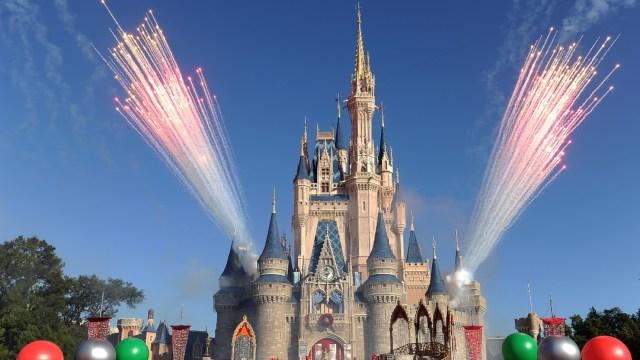 FOTO: 43,000 empleados de Disney World son suspendidos sin sueldo en Orlando, el 11 de abril de 2020