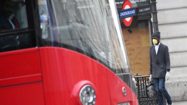Foto: Gran Bretaña trata de contener el coronavirus; Johnson sigue hospitalizado