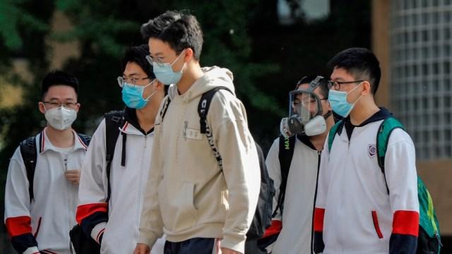 Foto: Estudiantes del último curso de bachillerato vuelven a las aulas en China tras cuarentena