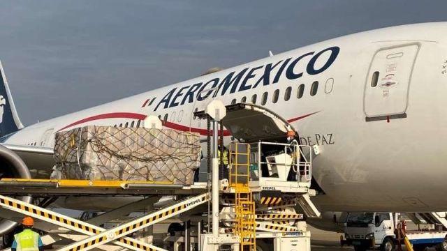 Foto: Llega a México quinto vuelo con insumos médicos contra coronavirus desde China', 23 de abril de 2020, , ( Twitter @m_ebrard)