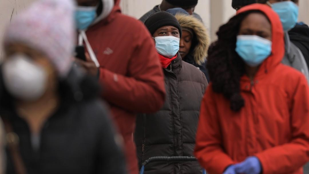 Foto: Personas usan cubrebocas en calles de Nueva York, EEUU. Getty Images