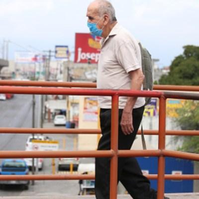 foto: Un señor usa cubreboca en calles de México. Getty Images