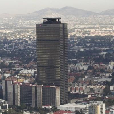 Fitch Ratings recorta calificación de Pemex por caída de petróleo