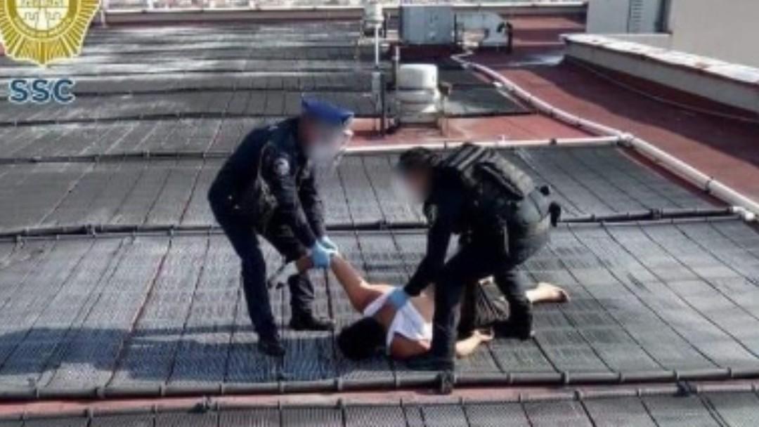 Foto: Policías de la CDMX evitaron que el joven se suicidara. SSC