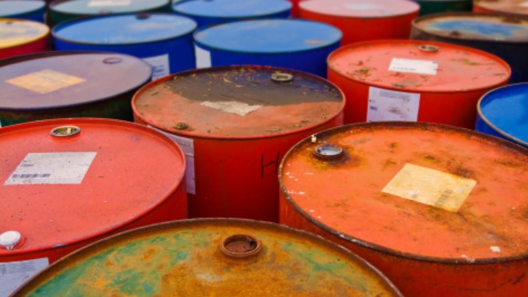 Foto: Barriles de colores. Getty Images/Archivo