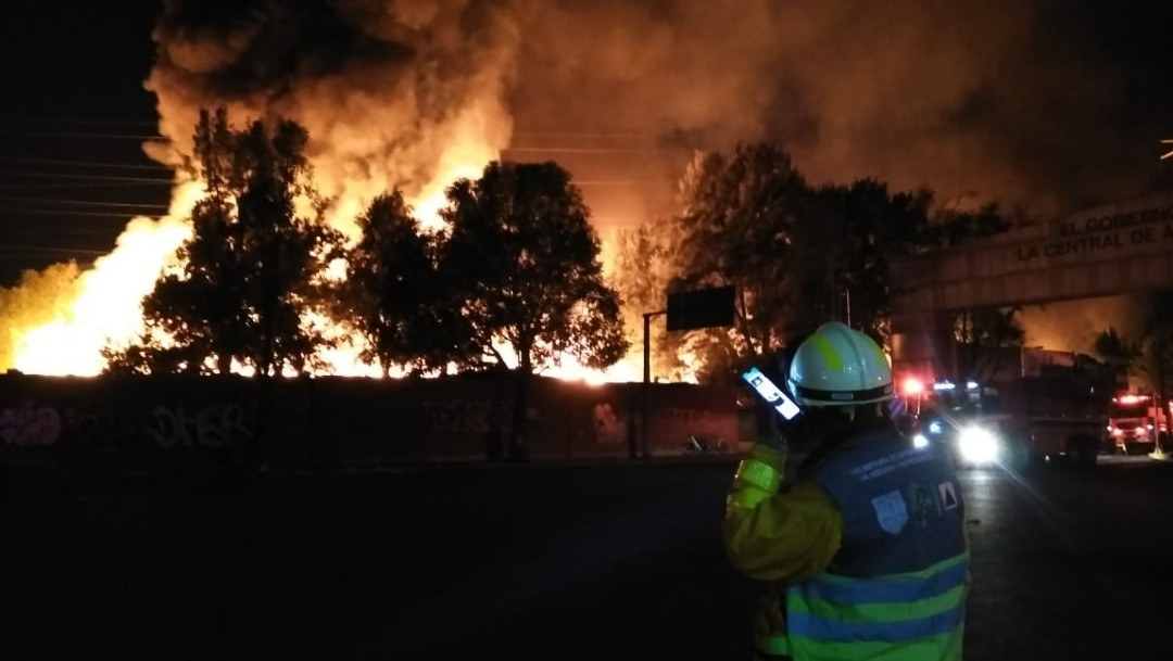 Fuerte incendio cerca de la central de abastos, Iztapalapa CDMX