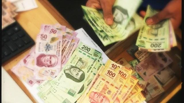 Foto: Peso se deprecia 1% tras recorte a nota soberana y a Pemex, 18 de abril de 2020, (Getty Images, archivo)