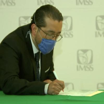IMSS contrata a doctor que vendía botanas y esquimos tras ser rechazado por Sindicato