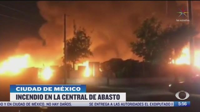 incendio consume viviendas de lamina y carton en la central de abasto