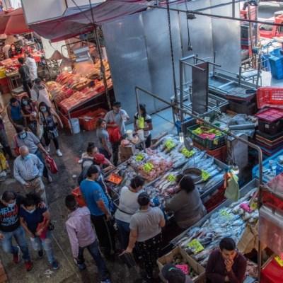 Baja, pero sigue la afluencia en el mercado La Nueva Viga en CDMX pese a coronavirus