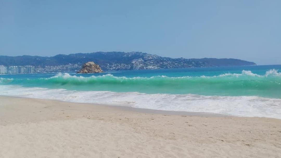 Foto Playas de Acapulco lucen completamente limpias por la cuarentena 9 abril 2020