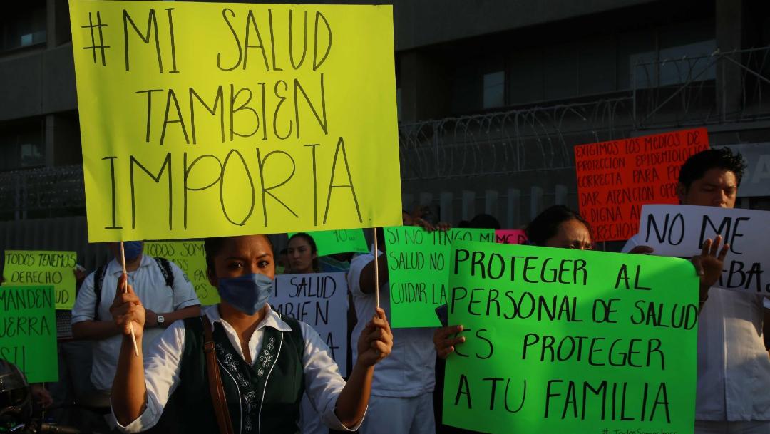 Trabajadores del Hospital Vicente Guerrero protestan para exigir material y mejores condiciones trabajo. (Foto: Cuartoscuro/archivo)
