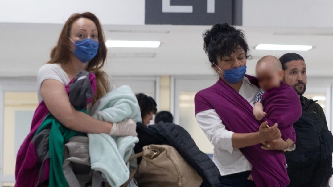 SRE pide a mexicanos con residencia en EU evitar viajes no esenciales a México por coronavirus, 2 abril 2020