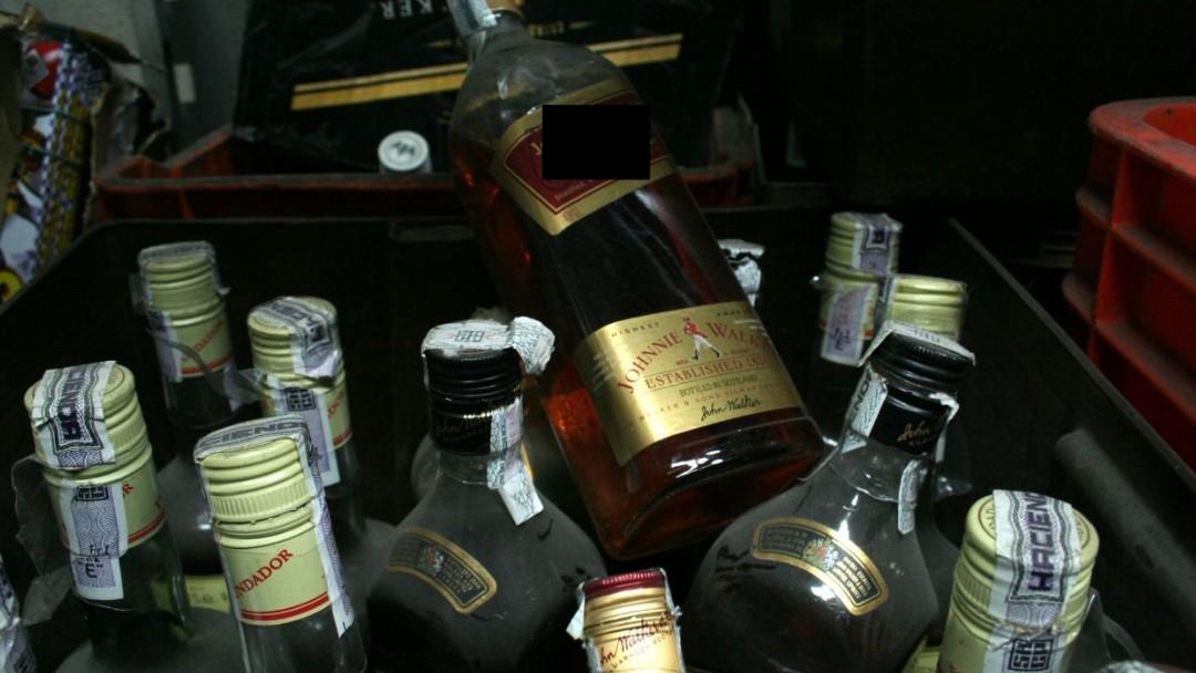 Botellas con alcohol adulterado. Cuartoscuro/Archivo