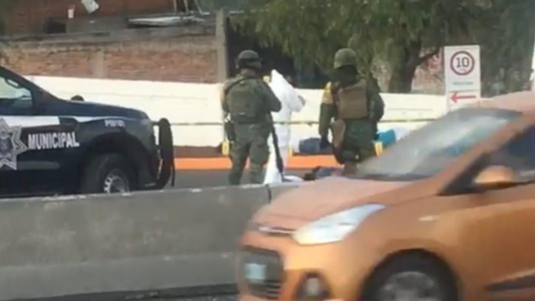 Médicos forenses recogieron los cuerpos. @Eldruso