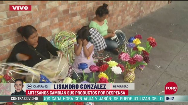 FOTO: 24 de mayo 2020, artesanos cambian sus articulos por despensas en la zona de la villa