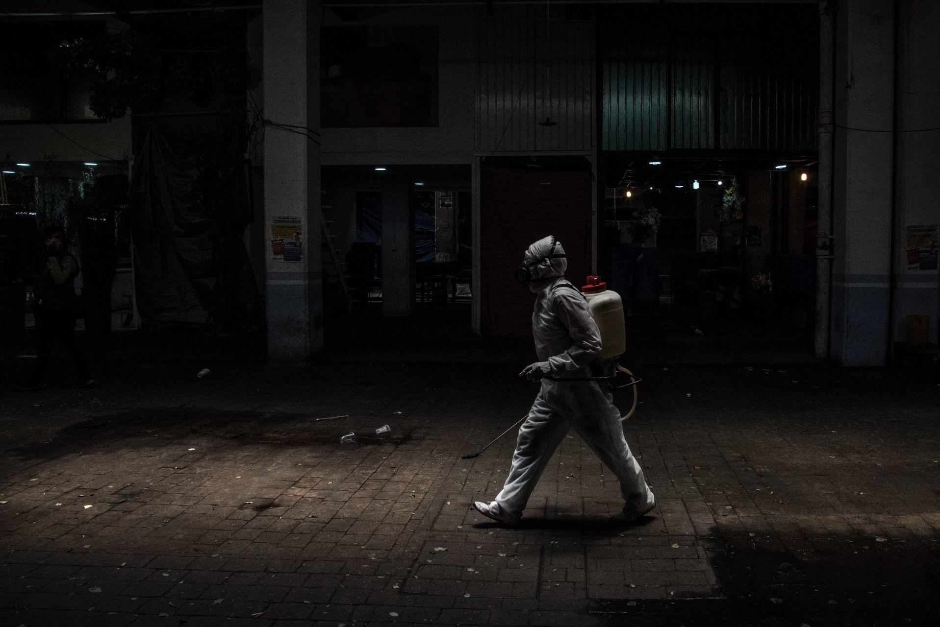Lineamientos para regreso a la nueva normalidad en México, limpieza del mercado de Jamaica, fotografía